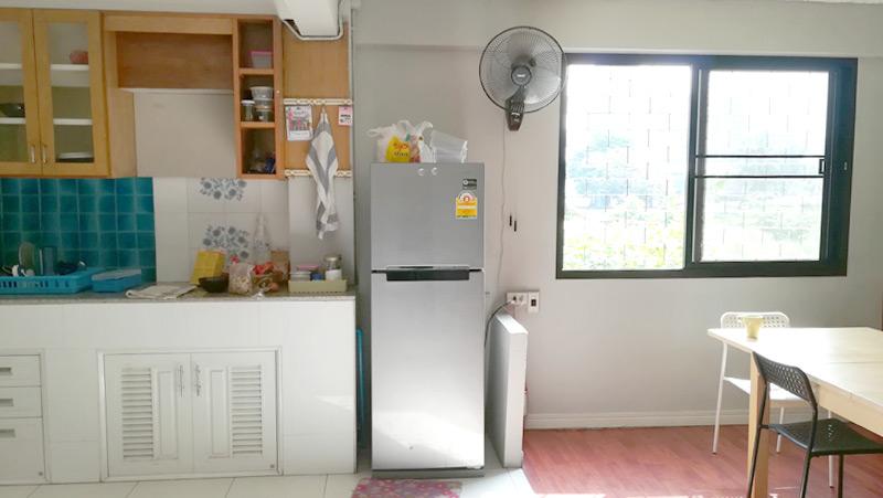 キッチン。冷蔵庫