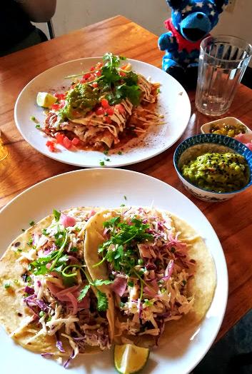 ホイアンで一番好きなレストラン、Hola Taco!のエンチラーダ