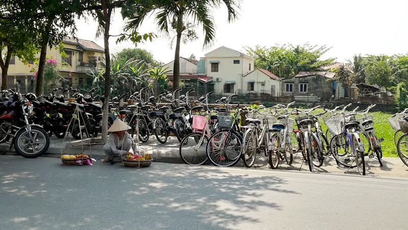 ホイアンの自転車と物売り