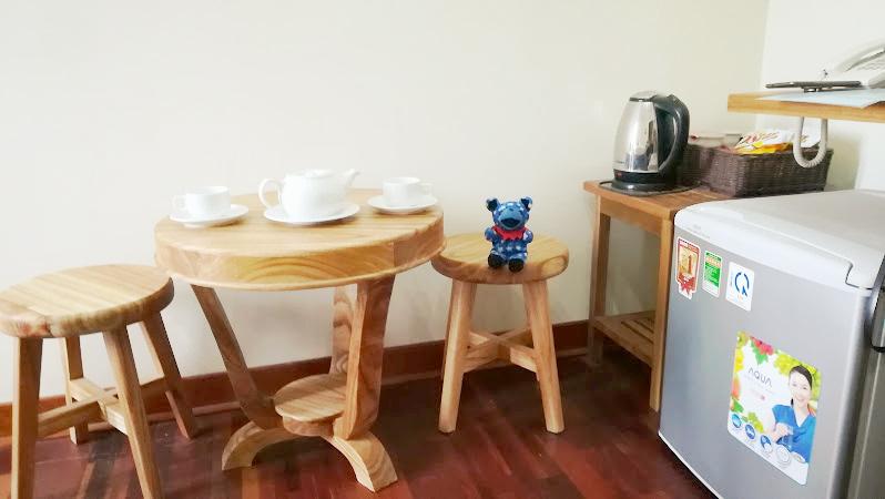 個室内のテーブル席