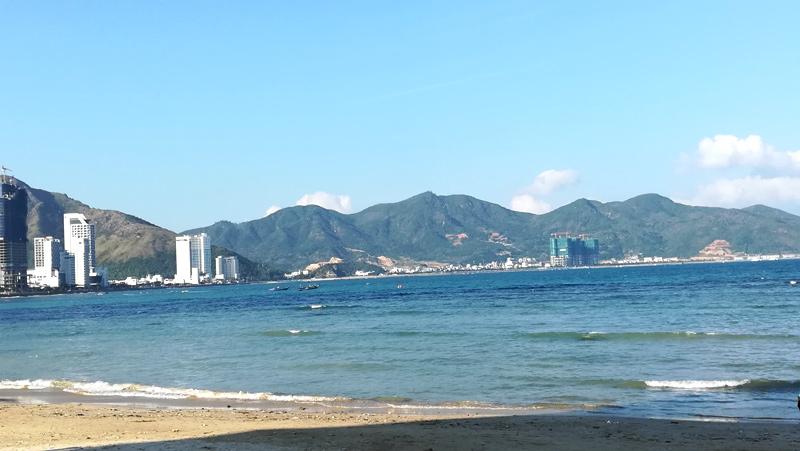 昼のニャチャンビーチ