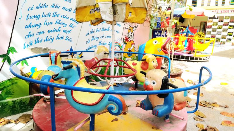 ニャチャンのキッチュな幼稚園(小学校かも)