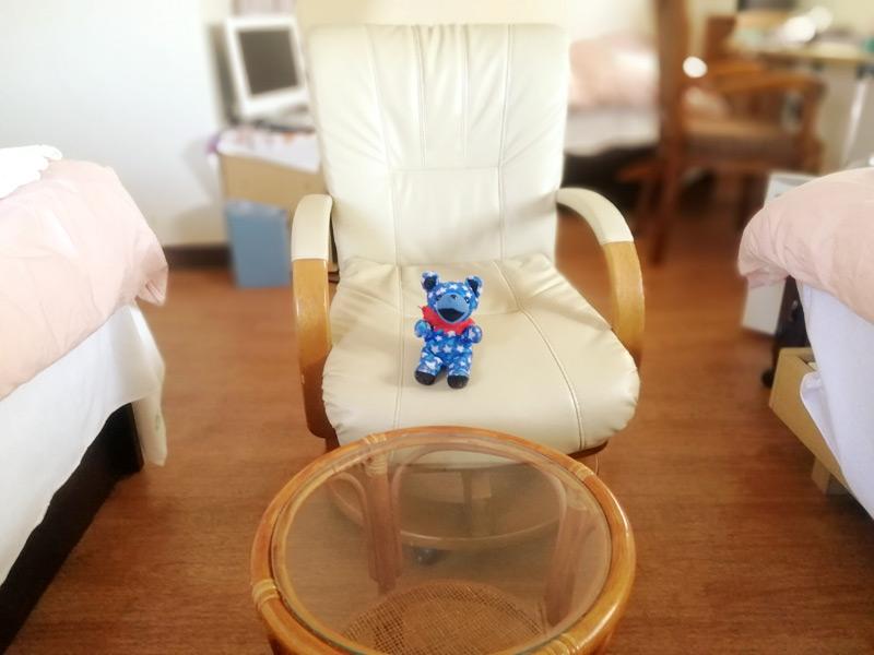 たつや旅館女子ドミトリー部屋のソファ